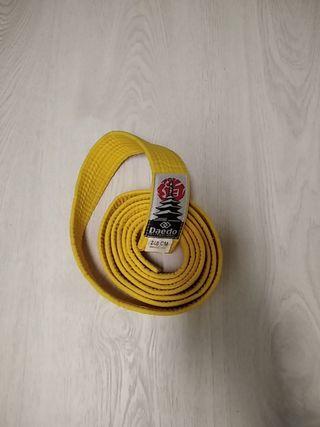 Cinturón amarillo artes marciales
