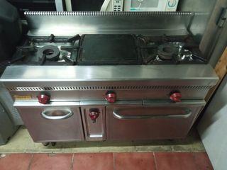 Cocina industrial de 2 fuegos+ 1 plancha con horno