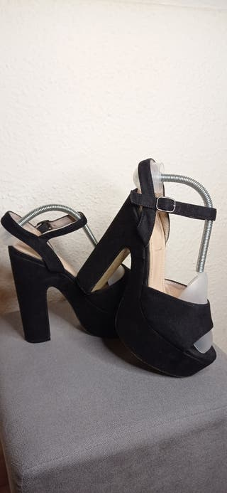Zapatos de plataforma y tacón grueso