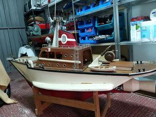 Barco maqueta con motor