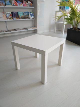 Mesas cuadradas y modernas