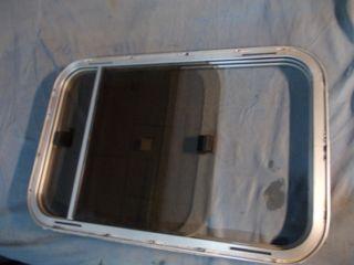 ventana lateral de caravana y autocaravana