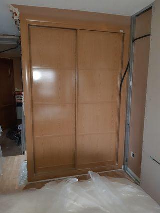 Frente de armario con puertas correderas