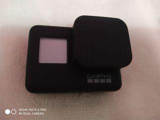 GoPro Hero 7 black con muchos accesorios
