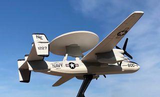 AVION GRUMMAN E-2C HAWKEYE EN METAL