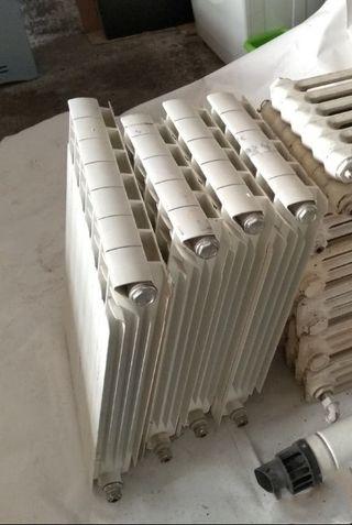 4 radiadores de aluminio.