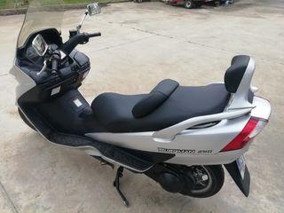 Suzuki burgman 250