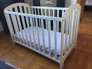 Cuna de madera blanca Prenatal