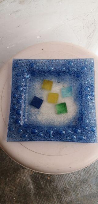 Adorno de cristal de colores