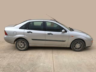 Ford Focus Ghia 1.8 TDdi 90 CV 4 Puertas