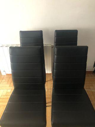 4 sillas de comedor en muy buen estado