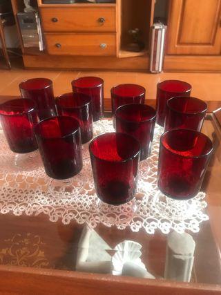 11 copas de licor en cristal rojo