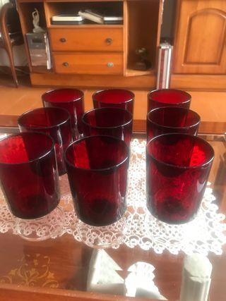 9 copas de agua en cristal rojo