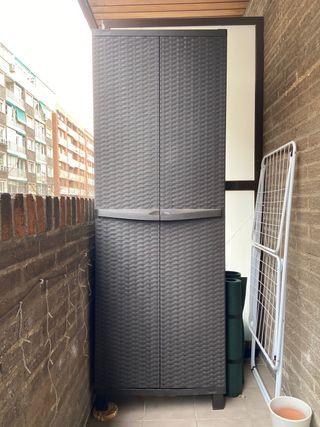 Armario de exterior de resina 65x177x45 cm
