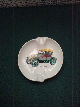 Antiguo bonito cenicero porcelana coche antiguo