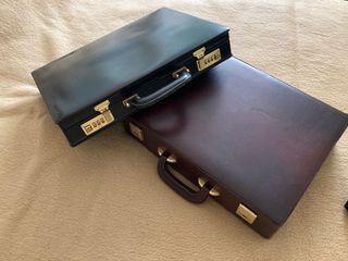 Dos maletines antiguos