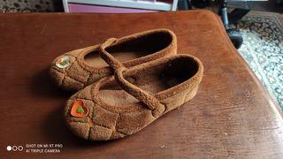 Zapatillas de casa niña muy buen estado