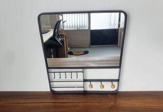 NUEVO - Espejo metal con ganchos (35x6x40 cm)