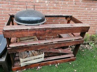 Barbacoa con estructura de madera