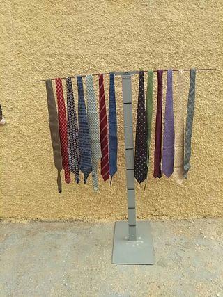 corbatas de marca prácticamente nuevas