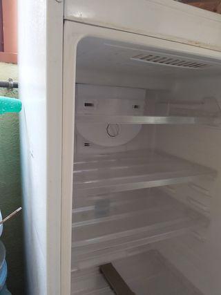 Nevera refrigerador Samsung.