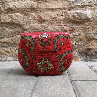 Bolso Clutch Rojo y Dorado.