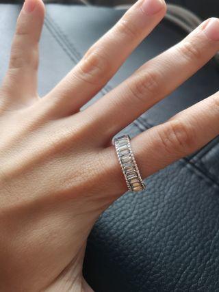 anillo piedras plateadas