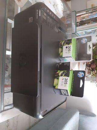 impresora HP blanco y negro y color, con cartuchos