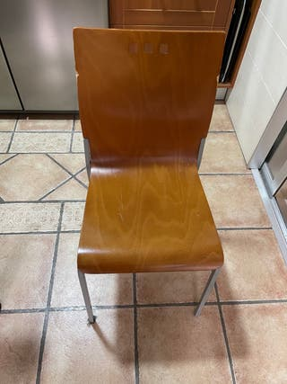 4 sillas de cocina + taburete