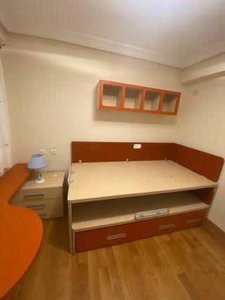 Conjunto de cama con escritorio