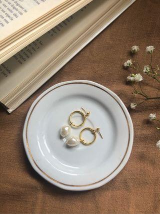Pendientes de arete con perla