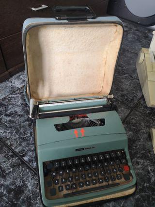 Maquina de escribir, Olivetti 32 + electrónica