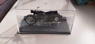 Maqueta moto colección BMW