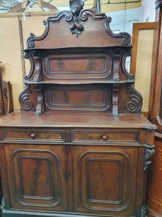 Mueble aparador de madera antiguo