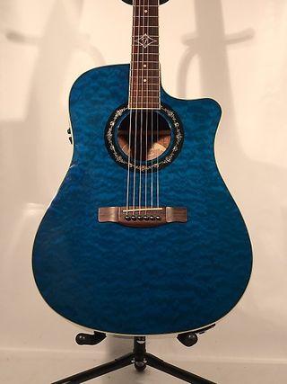 Urge. Guitarra electroacústica Fender