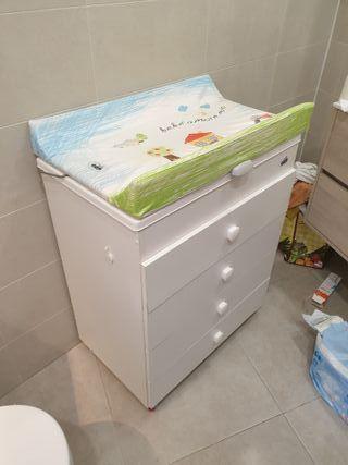 Cómoda cambiador y bañera para bebés