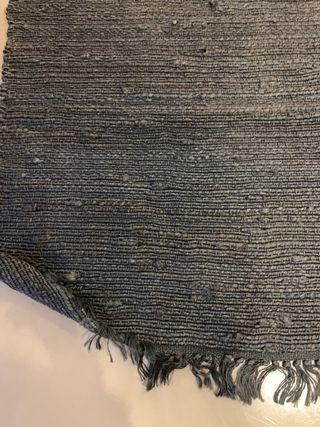 Preciosa alfombra gris