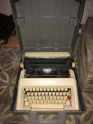maquina de escribir hispano olivetti lettra 35