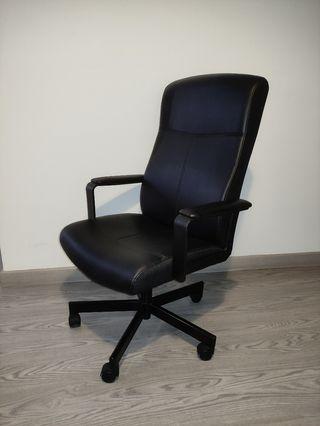 Silla oficina negra como nueva
