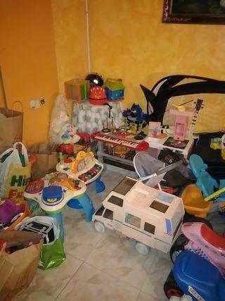 Se vende lote de más de 500 juguetes.