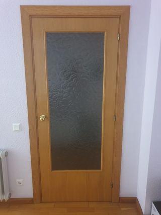 Puerta de madera y cristal para interior