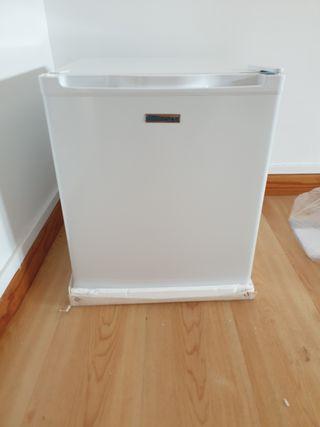 frigorífico pequeño nuevo. nunca usado