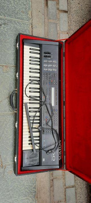 Funda rigida de teclado, 66 teclas.