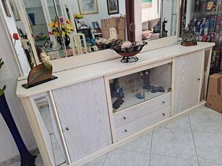 Vitrina , aparador con espejo y 4 sillas.