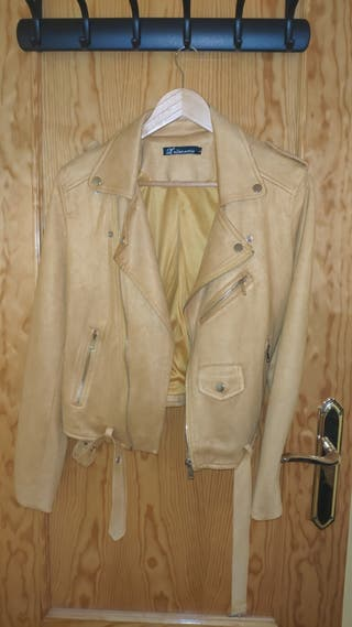 chaqueta mostaza