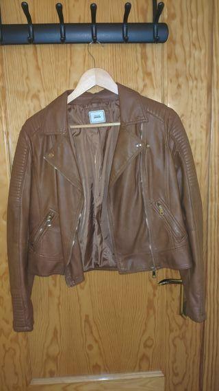 chaqueta polipiel marrón