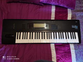 piano sintetizador Korg 01/Wf