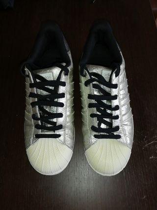 zapatillas Adidas plateadas