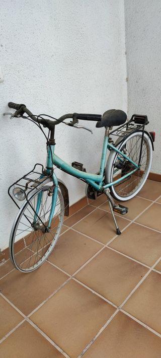 Bicicleta de paseo para decoración o restaurar.