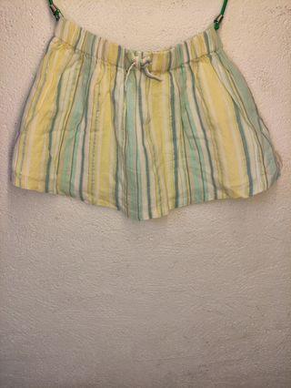Se vende pantalón corto de bebé niña, talla 104 cm